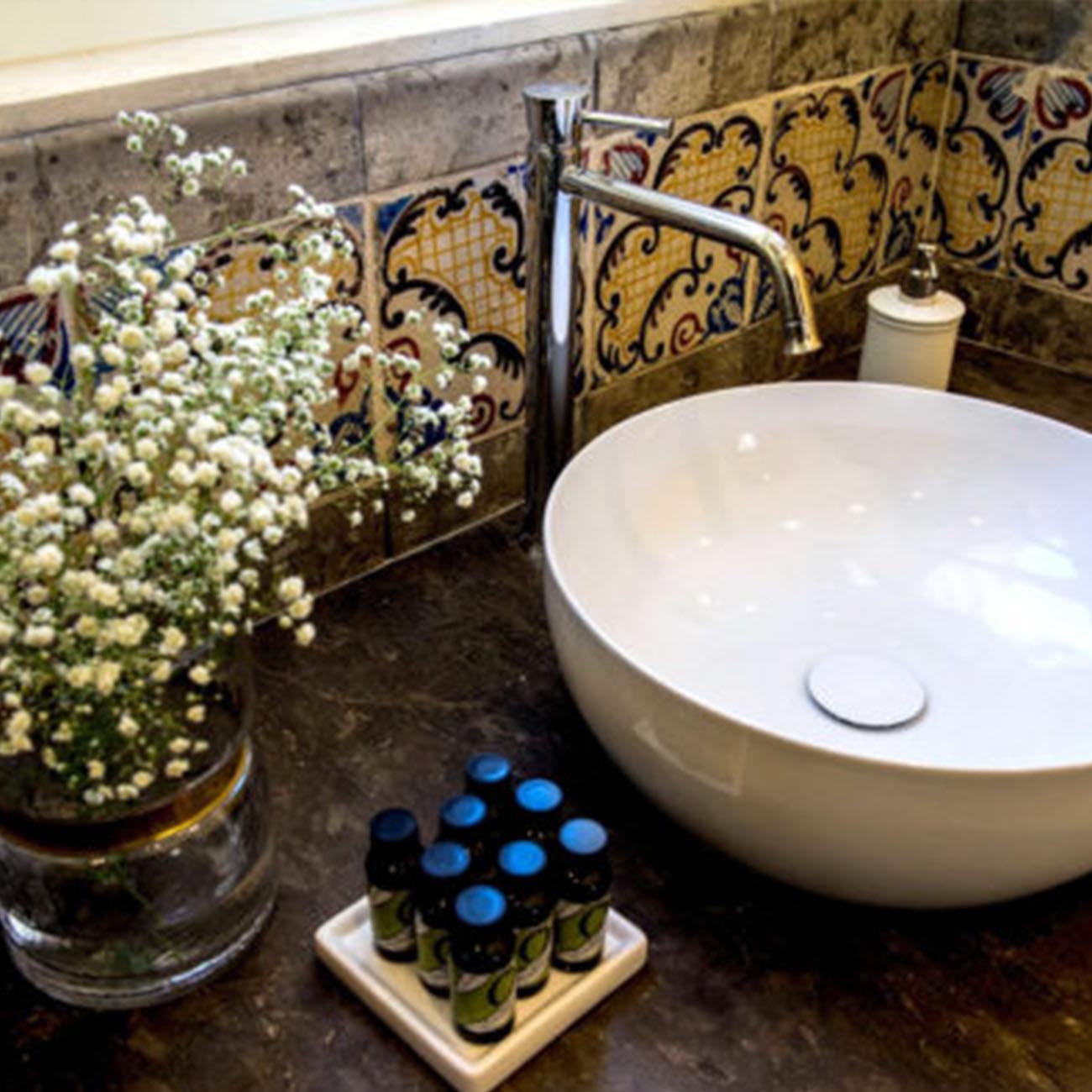 San Carlo Suites - Bathroom Detail